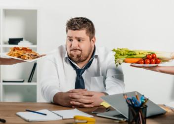 muz_obezita_jidlo_zdravi_strava