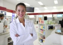 farmaceut v lékárně