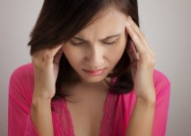 ženu bolí hlava