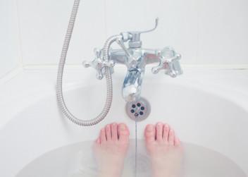 koupel_horka_vana_nohy