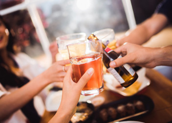 Alkohol_konzumace_drink_party_oslava