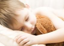 Ditě,chlapec,spánek,hračka