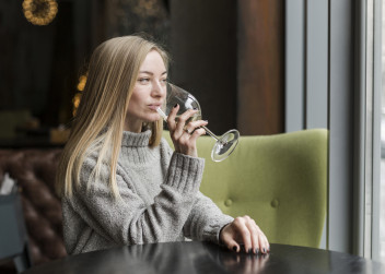 víno, žena, nálada
