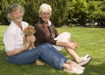 Žena,senior,důchodce,stáří,pes,kamarádky- z HPV