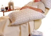 Starý muž, polštář pod hlavou, spánek,nemoc