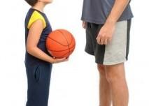 Malý muž, velký muž,basketbal, sport