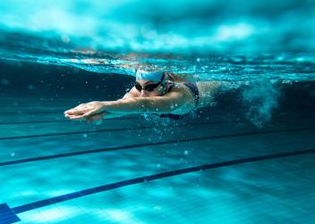 plavani_zena_koupani_bazen