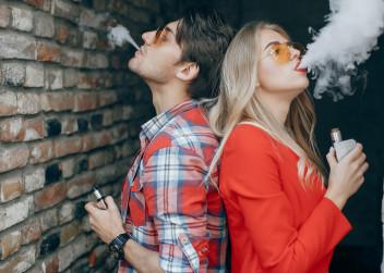 koureni_muz_zena_cigarety