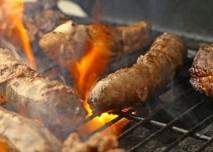 grilování barbecue maso
