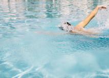 Plující člověk