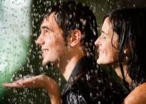 muž a žena v dešti