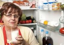 žena u ledničky