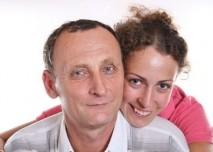 Starý muž a mladá žena