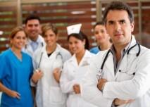 skupina doktorů a sester