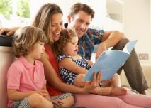 rodina tráví čas společně