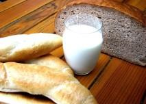 mléko, chléb, rohlík, jídlo