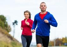 žena s mužem běhají