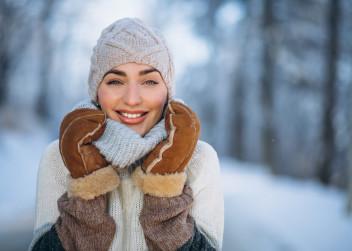 zima_snih_zena_radost_obleceni