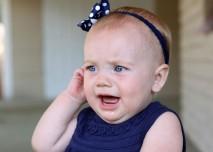 dítě bolí ucho