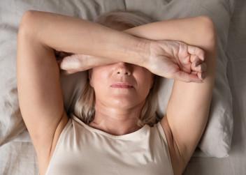 menopauza_zena_deprese_uzkost_postel