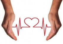 srdeční tep mezi rukama
