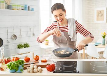 vareni_zena_kuchyne_zdrava_strava