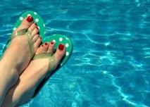nohy u bazénu plíseň