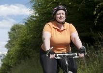obézní žena na kole