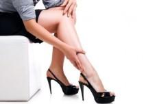 nohy na vysokých podpatcích