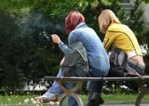 Kouření na lavičce