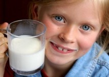 Dítě s mlékem