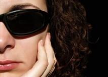 poškození rohovky, sluneční brýle