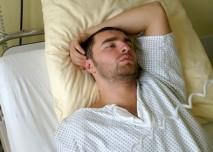 Muž, pacient,nemocnice,lůžko,hospitalizace
