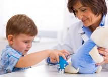 pediatrička s dítětem
