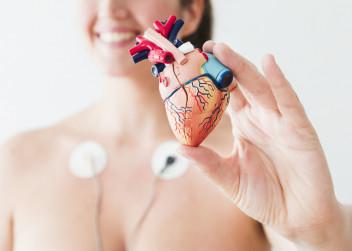 srdce_zena_elektrody_nemoc