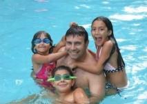 Rodina,děti,bazém, voda,koupání