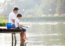 otec a syn u vody