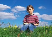 čtenářka, čtenář, kniha, čtení, tráva, učení, studium