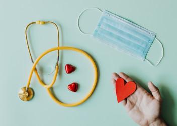 Stetoskop a srdce a rouška