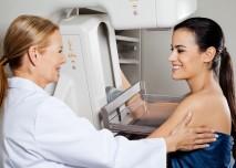 žena na vyšetření prsu