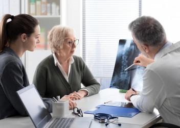 osteoporoza_vysetreni_kosti_lekar_pacient