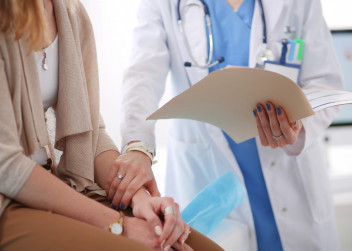 žena, lékařka, diagnoza