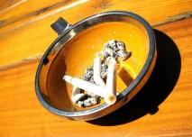 cigareta, popelník