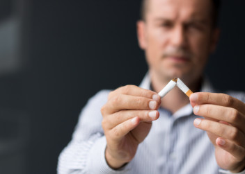 prestat_kourit_odvykani_koureni_cigareta_nikotin_muz
