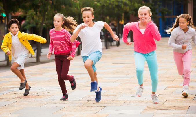 Šťastné děti běží