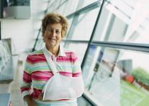 Náchylnost seniorů k častým zlomeninám může být způsobena nedostatkem vitaminu D