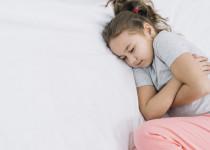 Jak mohou homeopatické léky pomoci při bolesti břicha u dětí?
