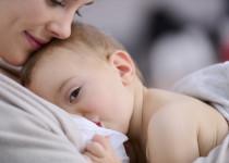 Jak se při kojení starat o bradavky zasažené lupénkou?