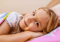 Noční pomočování u dětí: Co je mýtus a co pravda?