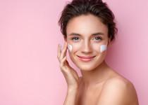 Šestinedělí zcela bez kosmetiky – je to při lupénce dobrý nápad?